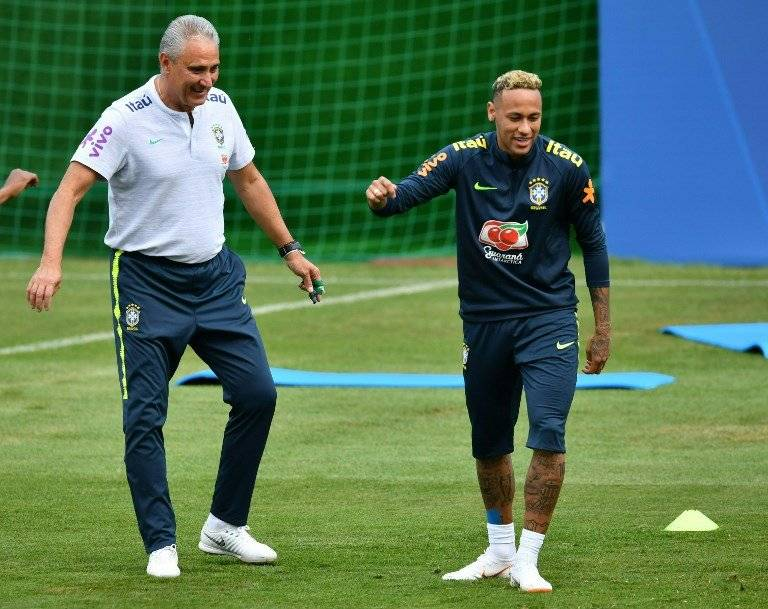 Neymar durante la práctica brasileña