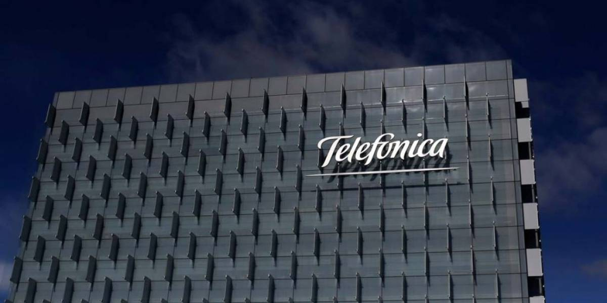 """Telefónica es condenada a pagar 9 millones de dólares por vender servicios """"atados"""""""