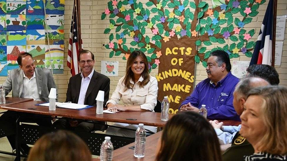 Visita Melania Trump centros de detención de niños migrantes