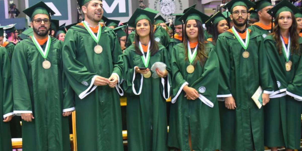 RUM gradúa 1,719 Colegiales