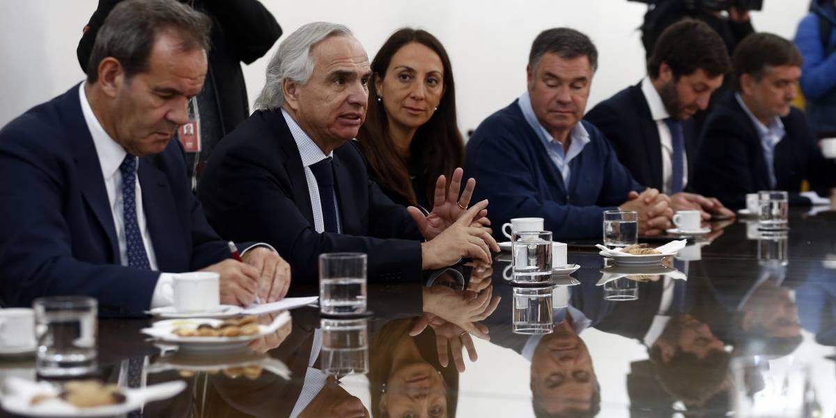 """Ministro Chadwick contradijo al embajador ecuatoriano: """"Extranjero que cometa delitos en el país, cumple condena en Chile"""""""
