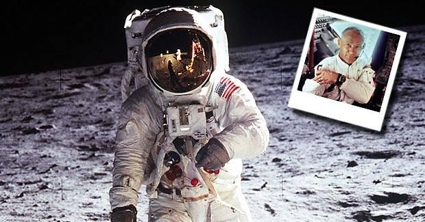 Buzz Aldrin le muestra al mundo la primera selfie desde el espacio
