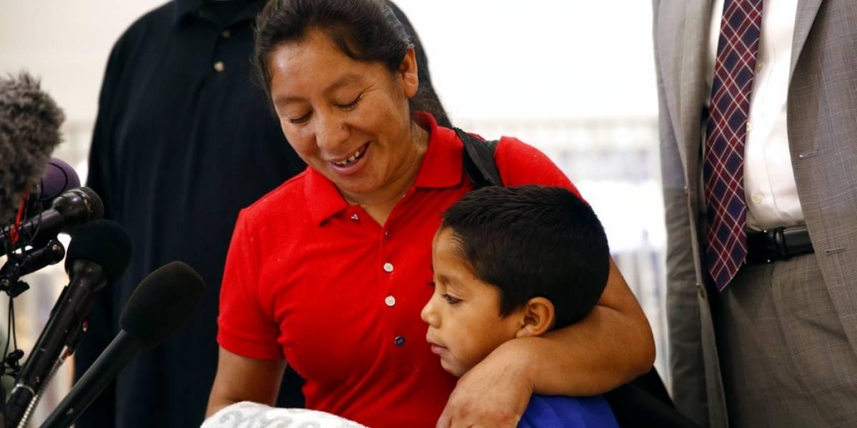 VIDEO. Estremecedor momento en que migrante guatemalteca vuelve a ver a su hijo