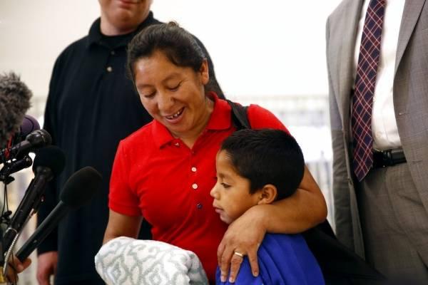 Beata Mejía, migrante guatemalteca, se reúne con su hijo Darwin