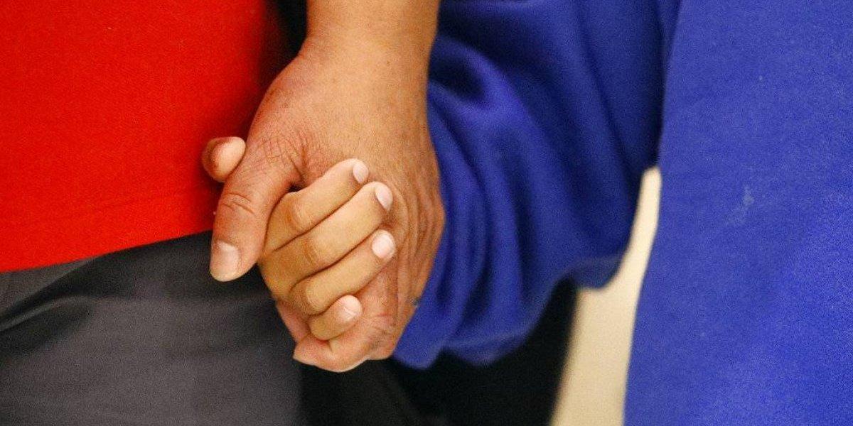 Madre e hija guatemaltecas que fueron separadas en la frontera de EE. UU. se reúnen