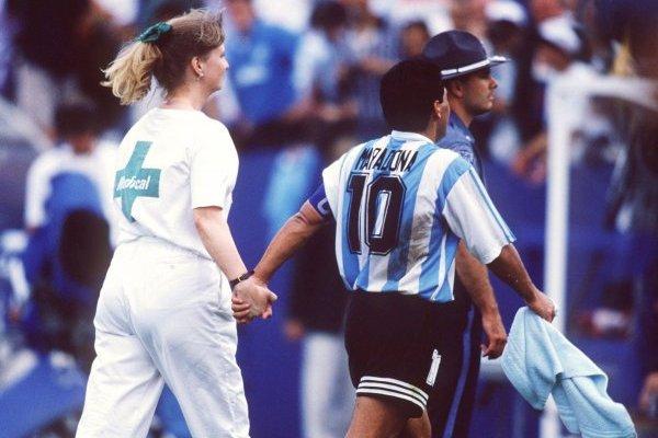 Una imagen que quedará en la historia se dio en el primer Argentina-Nigeria por Mundiales / imagen: Getty Images