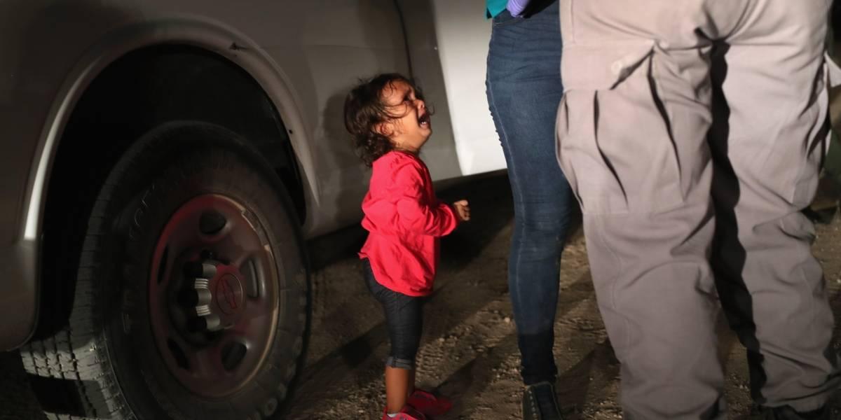 La verdadera historia de la niña llorando en la frontera que protagonizó duro golpe de la revista Time a Trump