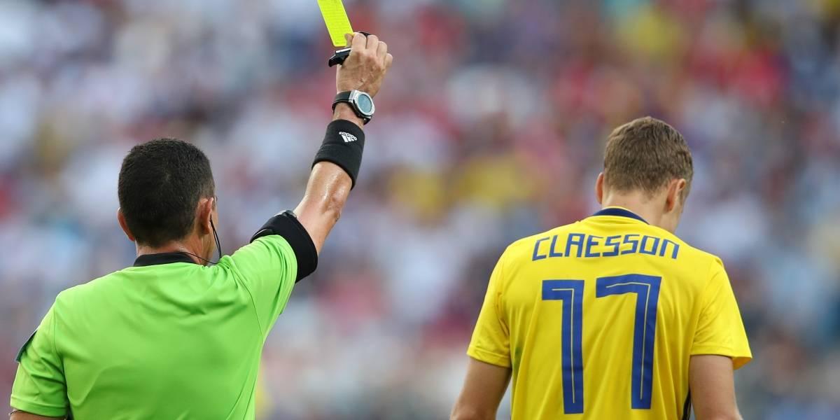 Este es el origen de las tarjetas rojas y amarillas en los partidos de fútbol