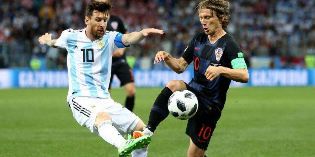 """En Croacia dicen que Messi se """"arrodilló"""" ante Modric en una """"rapsodia"""" de fútbol para recordar"""