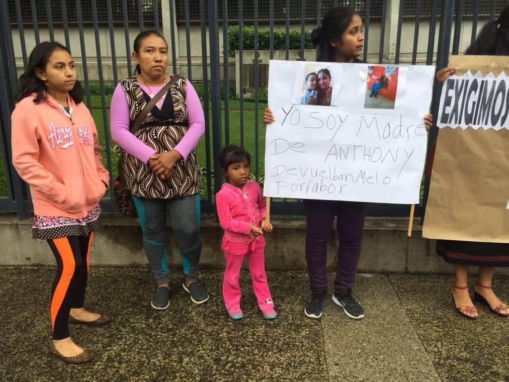 Manifestación frente a la embajada de Estados Unidos contra la leyes migratorias de ese país. Foto: Omar Solís