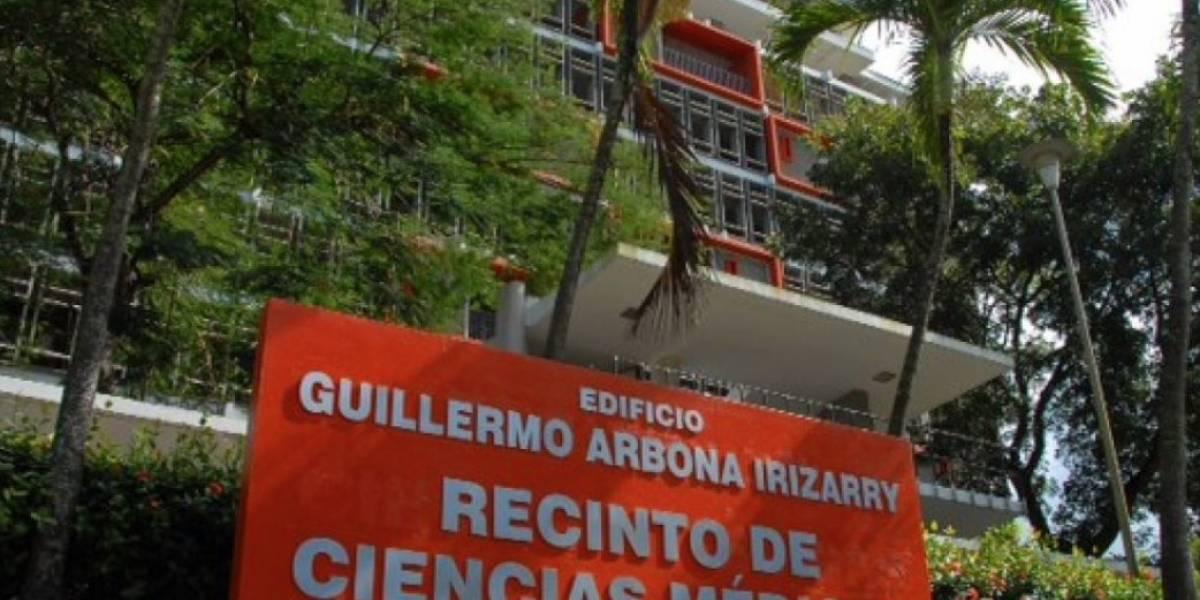 Residentes graduados de Cirugía del RCM aprueban exámenes en primer intento