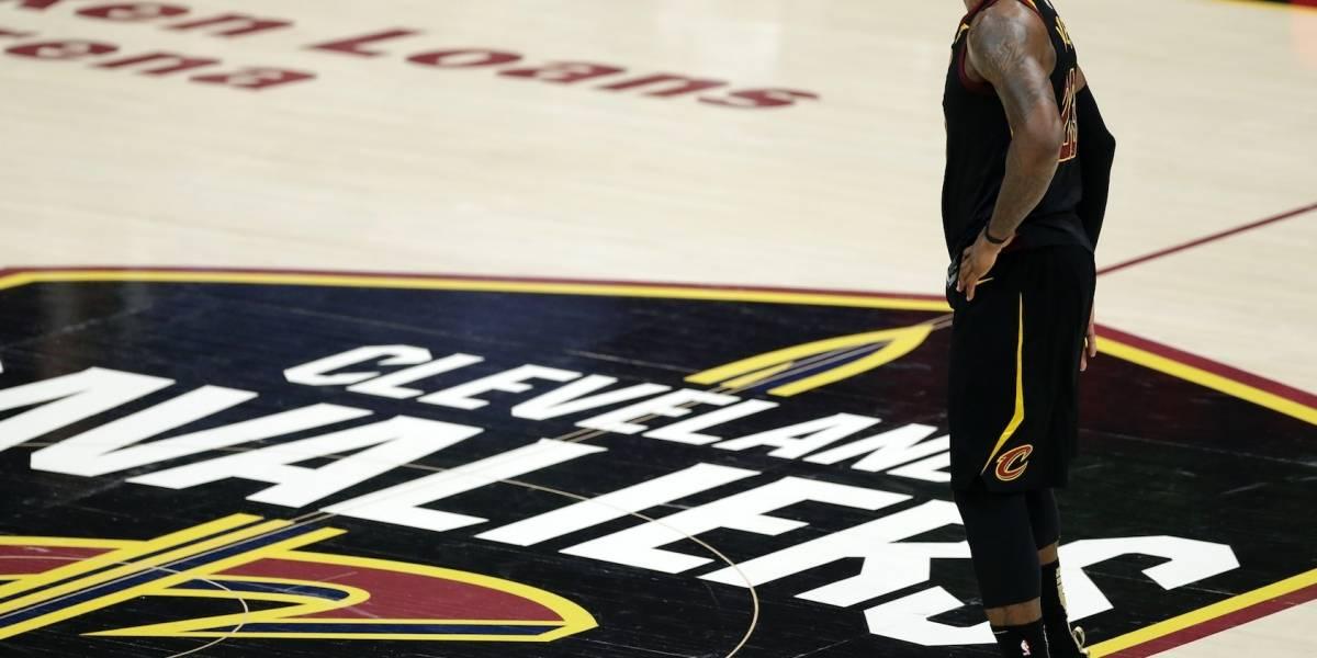 Cavaliers mantienen diálogo con LeBron James por su permanencia