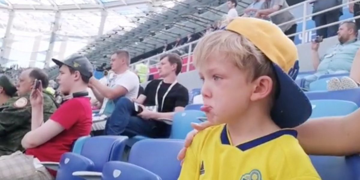 VIDEO: Hijo de Marcus Berg llora al verlo debutar en Rusia 2018