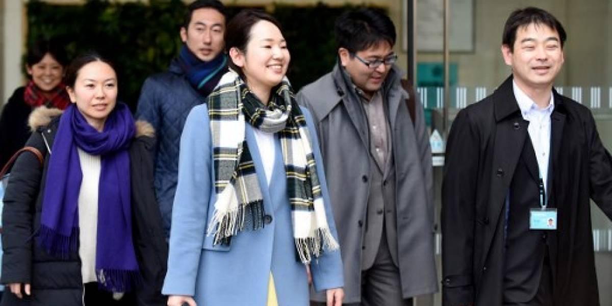 Castigan a oficinista japonés por irse 3 minutos antes; pide perdón en TV