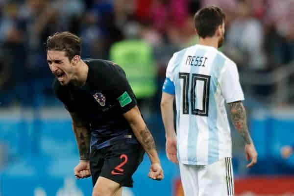 Sime Vrsaljko celebrando con todo ante Lionel Messi / Foto: AP