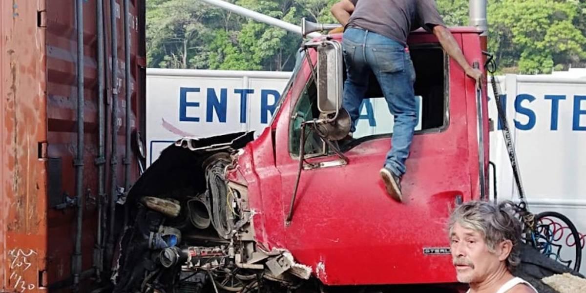 Múltiple colisión de vehículos en la ruta al Pacífico genera caos