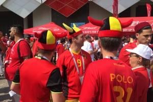 La afición belga en las afueras del estadio