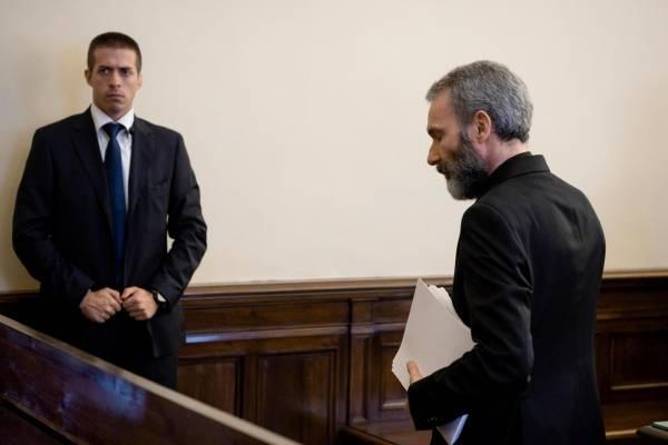 El tribunal del Vaticano condenó el sábado a Capella a cinco años de prisión por posesión y distribuir pornografía infantil en el primer ensayo de este tipo dentro del Vaticano