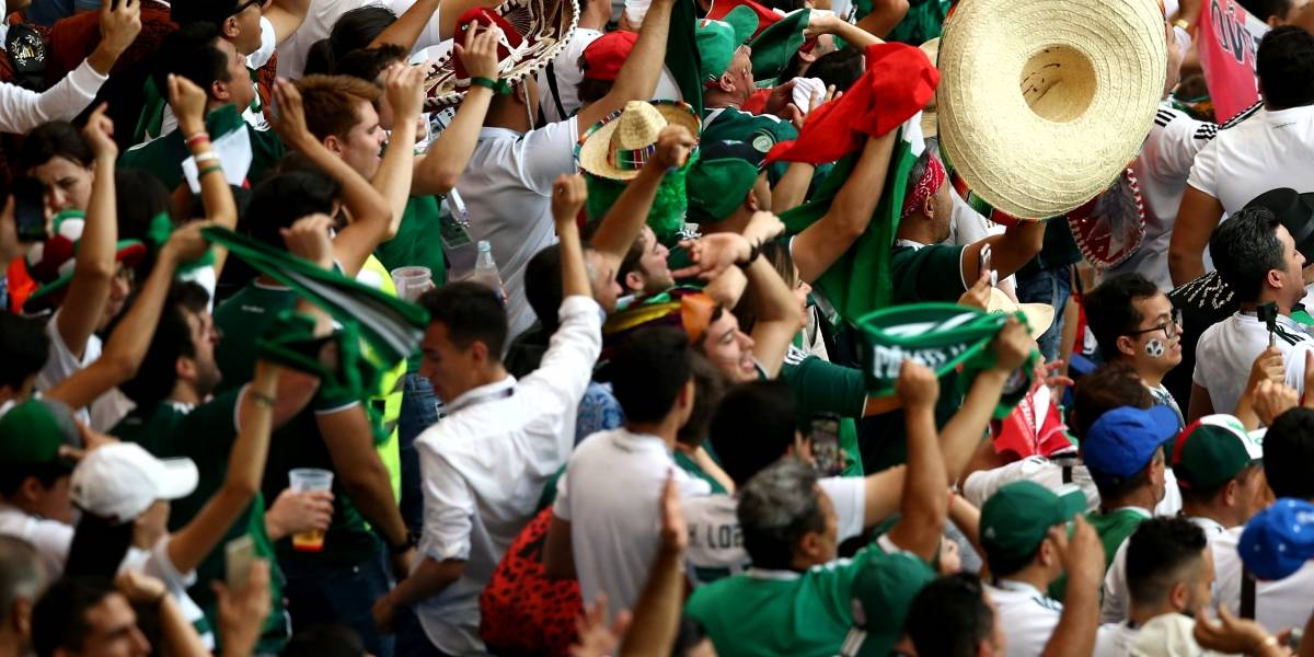 VIDEO: Rusos hacen fila para fotografiarse con mexicanos