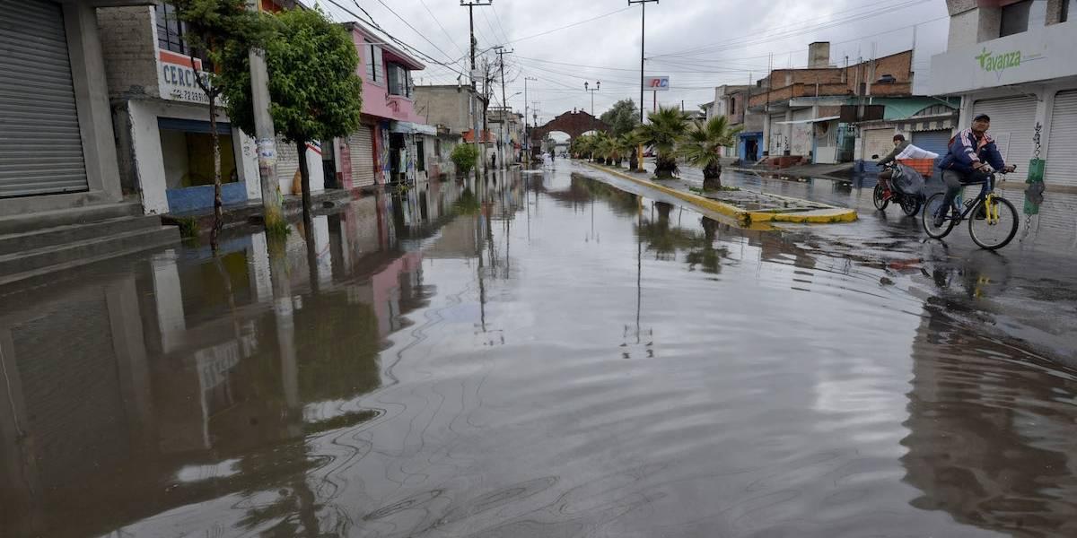 Fuertes lluvias dejan encharcamientos al oriente y sur de la CDMX