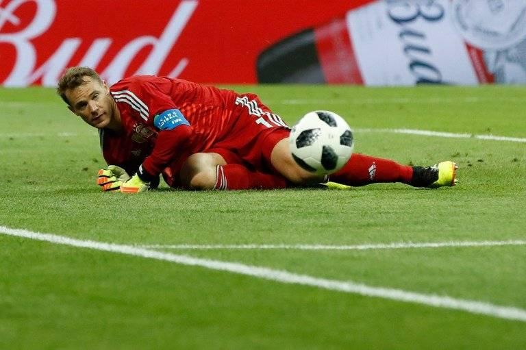 Neuer hace una atajada y evita un nuevo gol sueco