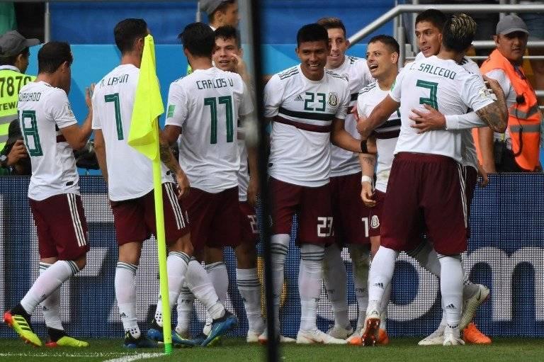 Los mexicanos celebraron el tanto de Hernández