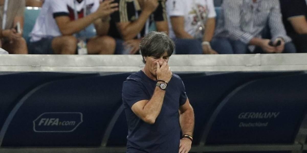 Entrenador de Alemania se come los mocos durante el partido contra Suecia
