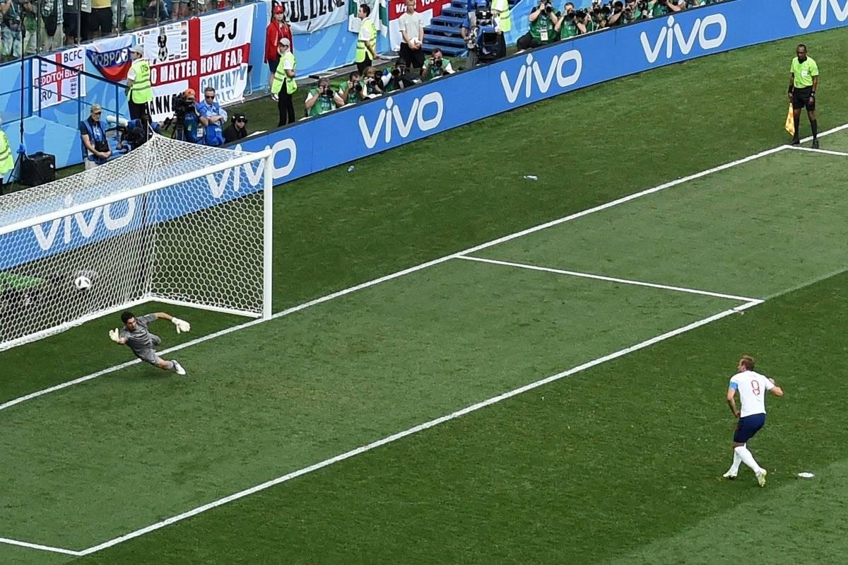 Kane marcó dos penales en un mismo tiempo