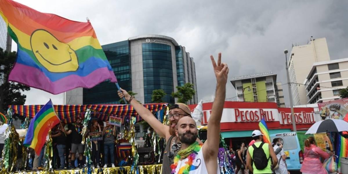 EN IMÁGENES. Con desfile, comunidad LGBTIQ exige sus derechos