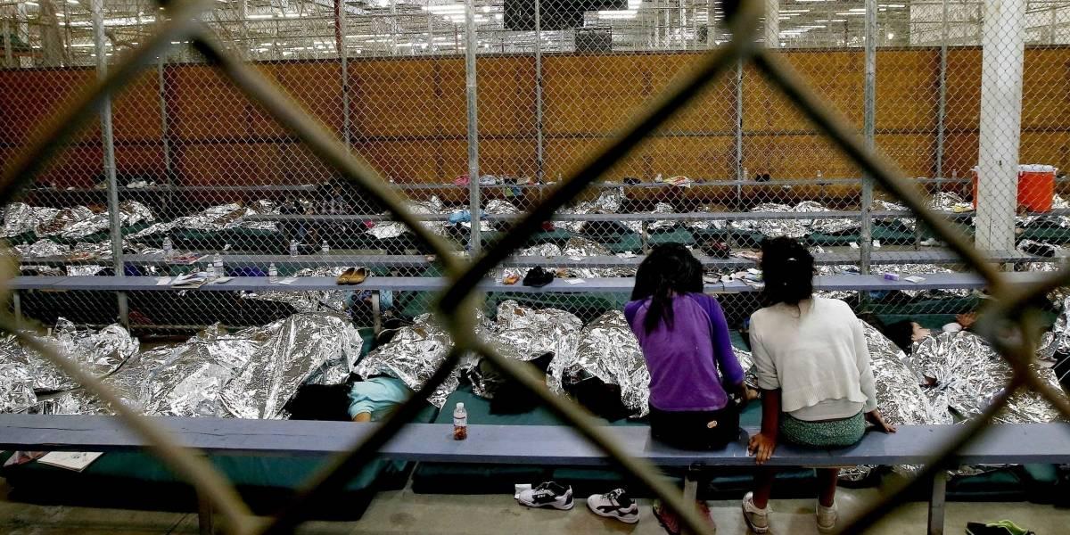 ¿Cómo EEUU pretende reunir a los niños cruelmente separados de sus familias en la frontera?