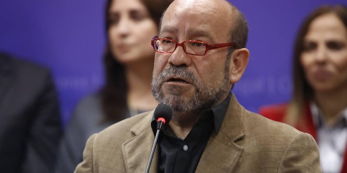 """Carabineros acusa a Rolando Jiménez de haberle dado """"un escupitajo en el rostro al oficial"""" durante incidente en restaurante"""