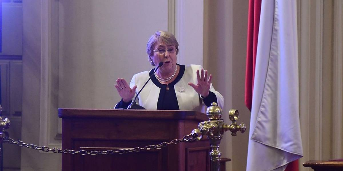 Bachelet saludó la conquista que las mujeres puedan conducir autos en el Reino de Araba Saudita