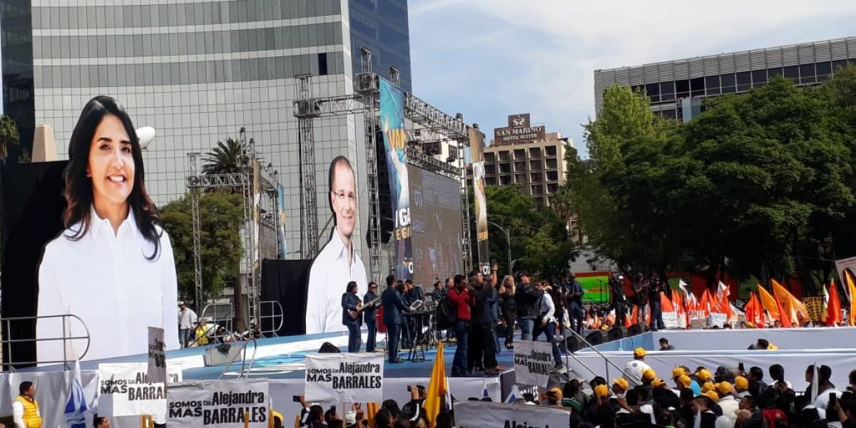 Anaya y Barrales celebran cierre de campaña en el Ángel de la Independencia