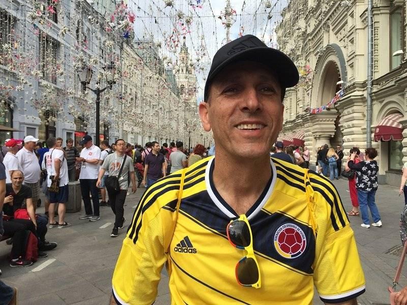 Roberto Repeiz, Fan de 53 años de Colombia