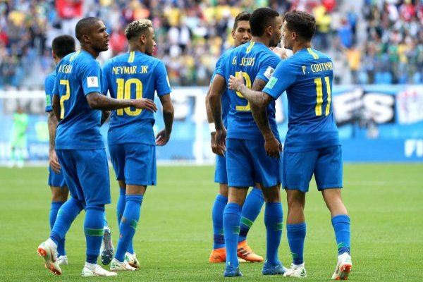Douglas Costa y Danilo no estarán contra Serbia
