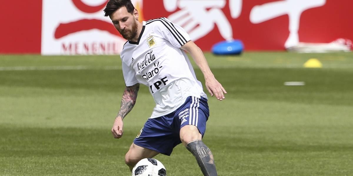 Selección de Argentina celebra a Messi