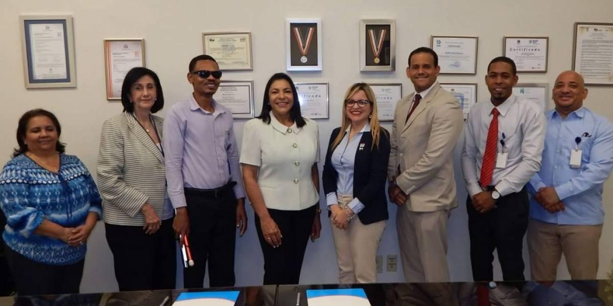 Hospital Hugo Mendoza y el Patronato de Ciegos firman acuerdo de inclusión social
