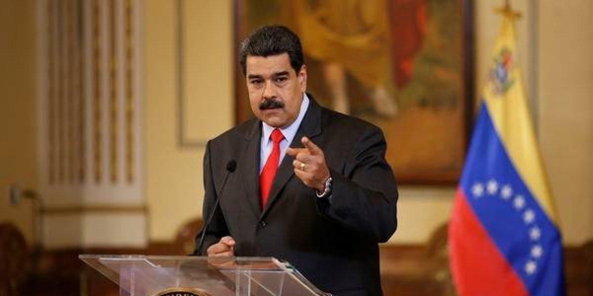 """Maduro pide lealtad a FFAA ante presuntos """"cantos de traición"""" desde Colombia"""