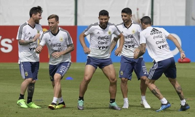 Prensa argentina tilda de