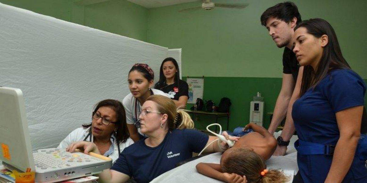 Ruta de Salud Cardiovascular de Heart Care Dominicana realiza operativo en Neiba