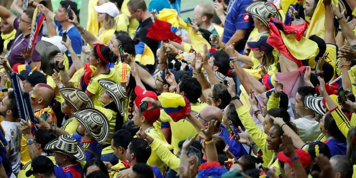 Copa do Mundo: Torcida comemora vitória e beleza do meia colombiano