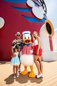 Luis Fonsi y su familia de crucero