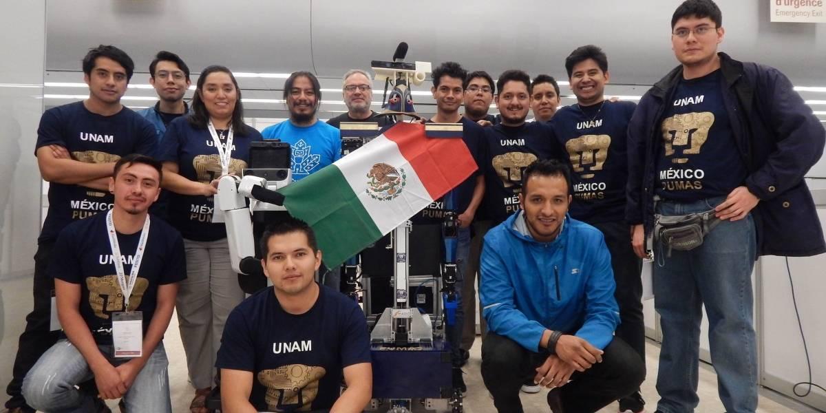 """Estudiantes de la UNAM ganan segundo lugar en la Robocup 2018 en Canadá, gracias a """"Justina"""" y """"Takeshi"""""""