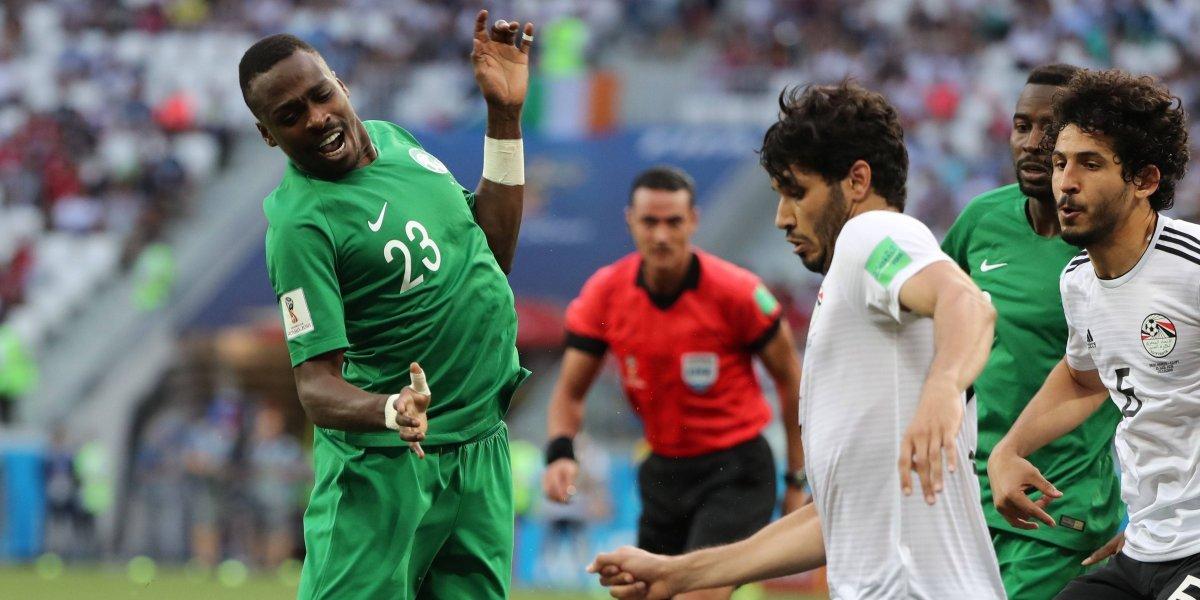 Arabia amargó a los faraones en el último minuto (2-1)