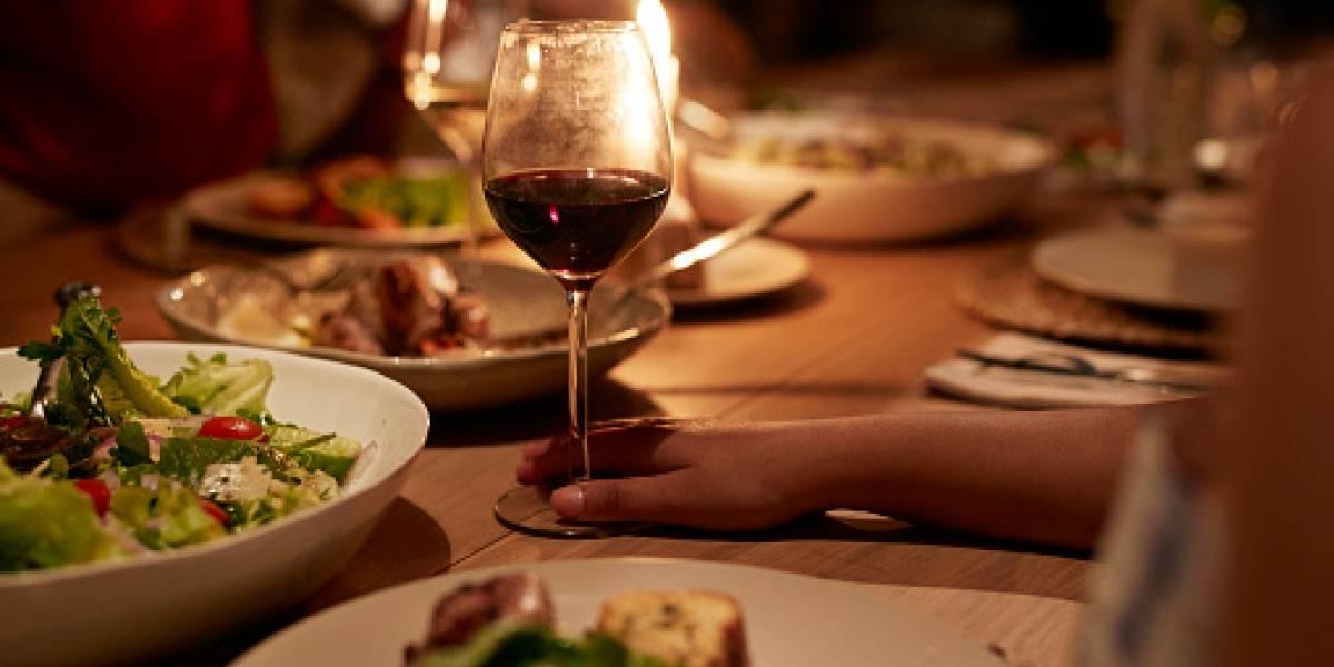 La venganza es un plato que se sirve frío: invitó a su familia a cenar y cómo se rieron de su comida se desquitó de horrenda manera