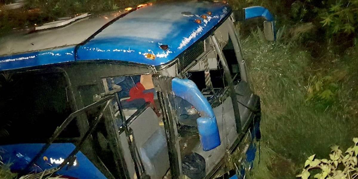 Volcadura de autobús deja 30 personas heridas en Jalisco