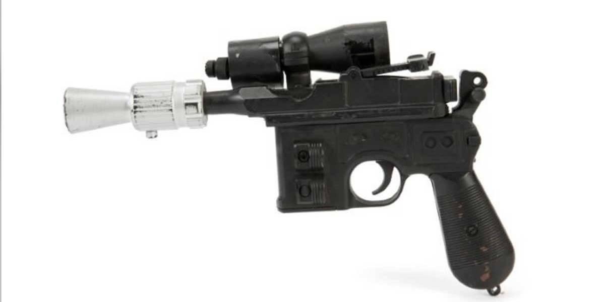 """Arma usada por Han Solo em """"O Retorno de Jedi"""" é vendida por U$550 mil em leilão"""
