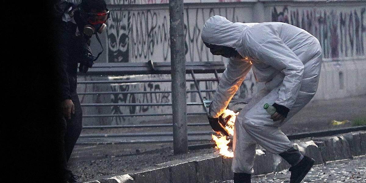 """Disturbios a las afueras del INBA terminan con cuatro """"overoles blancos y encapuchados"""" detenidos"""