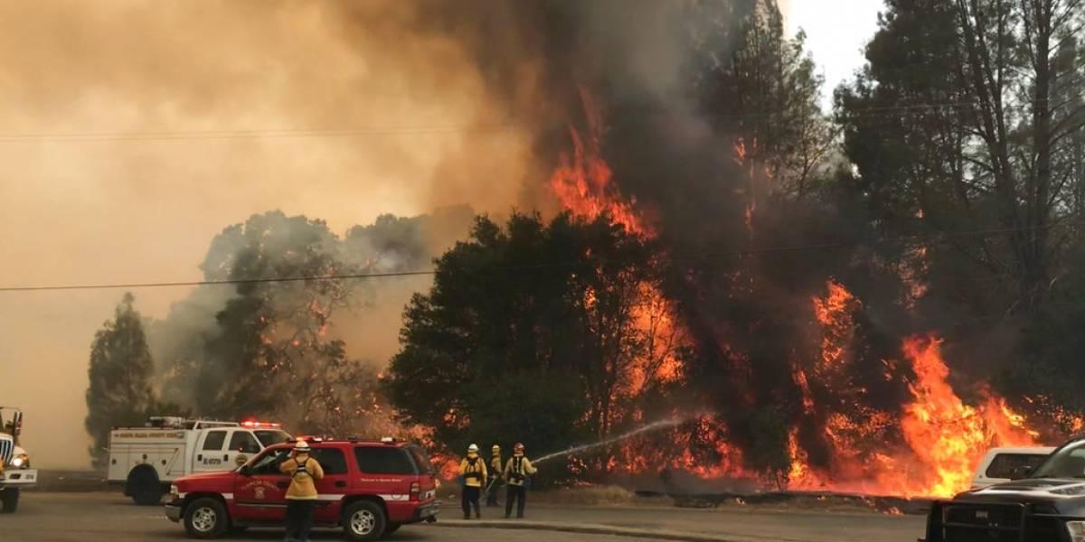 Incendio pone en peligro casas del norte de California