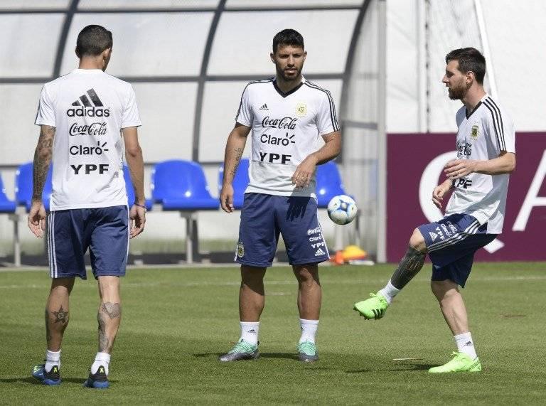 Messi y Agüero durante la práctica argentina